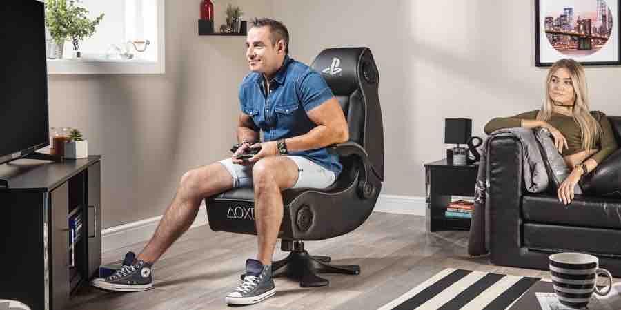 La silla gamer X Rocker Sony Infiniti tiene todo tipo de lujos- audio con respaldo subwoofer, conexión inalámbrica a cualquier consola de juegos, usb, motor vibración y conexión bluetooth para movil