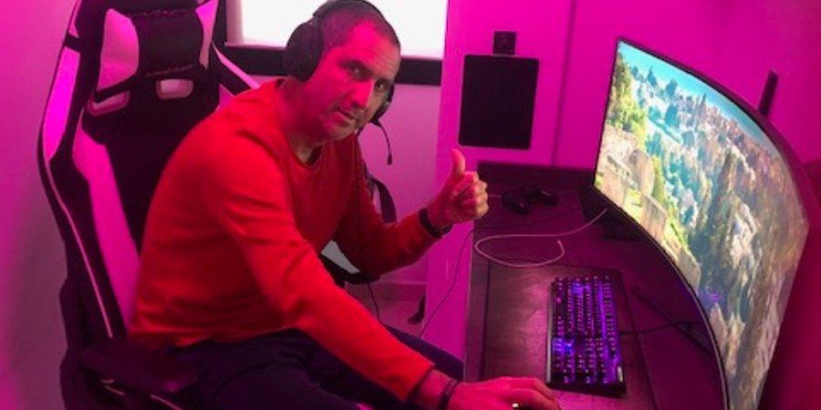 Toni Rodriguez en su set Up gamer